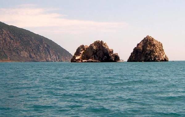 Отдых в Крыму. Адалары - скалы-островки